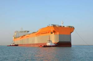 SBM Offshore's first Fast4Ward® hull arrives at Keppel yard in Singapore from China. Photo credit Lim Weixiang.jpg