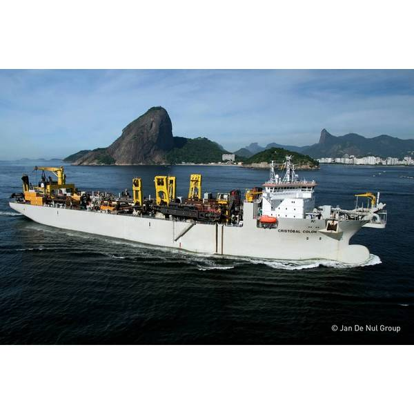 9._TSHD_Cristobal_Colon_sailing_in_front_of_the_Sugar_Loaf_in_Rio_de_Janeiro_Brazil.jpg